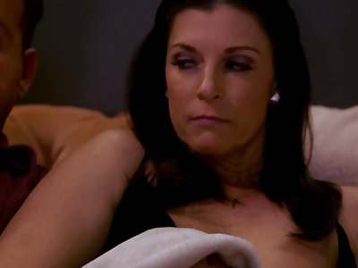 India Summer - Sexually Attractive Matriarch Gets Creampied