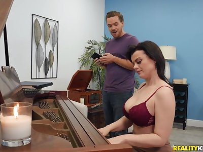 Piano trainer Nadia White gets fucked by serendipitous student