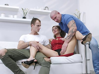 Stud pleases married woman thither a better dick