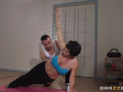 Mature spread out Shay Fox does yoga and gets fucked here her asshole