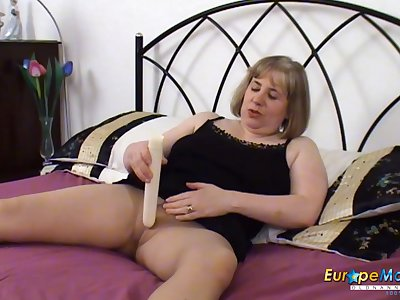 EuropeMaturE British Mature Hot Alone Masturbation
