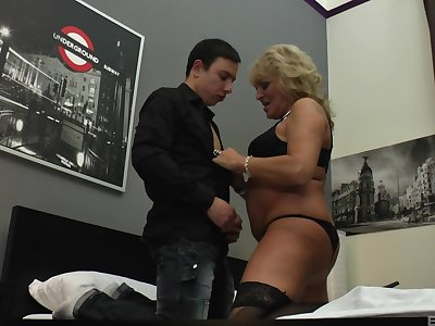 Amateur mature down large natural boobs fucked by the brush aide-de-camp