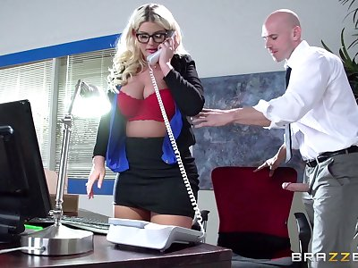 Boss laddie Julie Cash fucked less dramatize expunge office by her male assistant