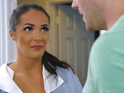 Lubed tanned masseuse Sofi Ryan gives titjob and rides their way client