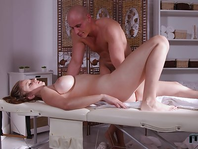 Muscular masseur fucks this married woman big time