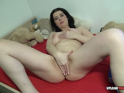Mesmerizing girlfriend recorded while fooling with her pussy